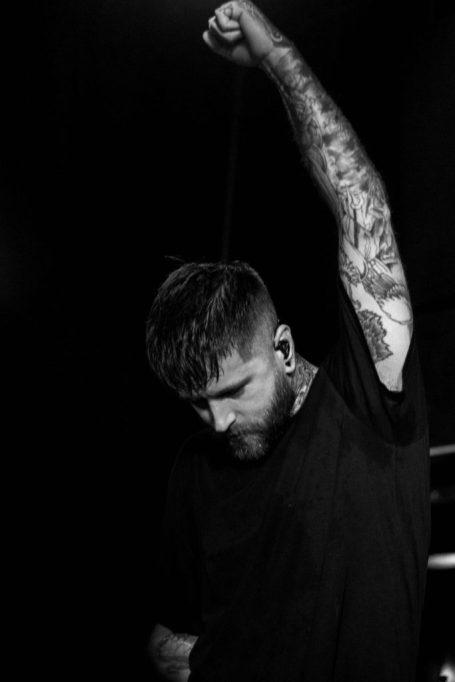 vocalista bury tomorrow-5