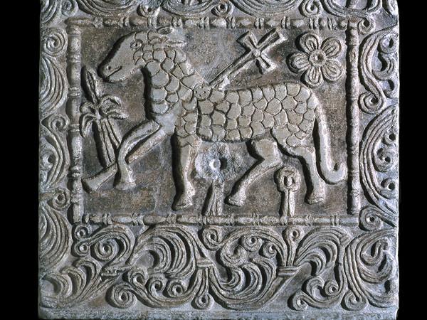 Pluteo marmoreo con agnello. Pavia, Musei Civici