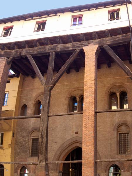 Casa Isolani di Bologna  Monumento  Arteit