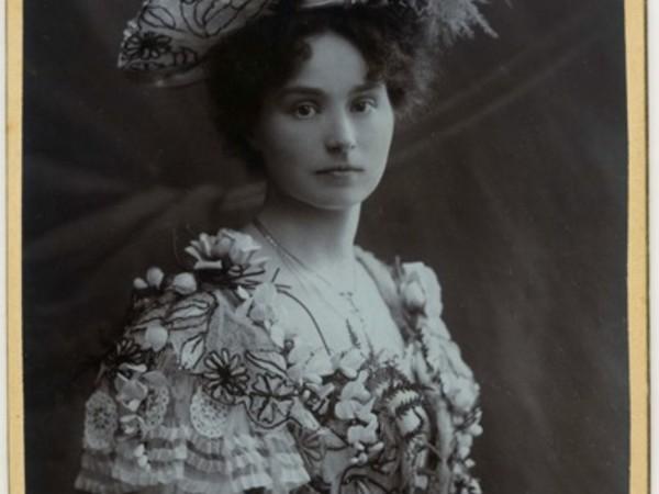 Helene Hofmann, Ritratto di donna, Collezione privata