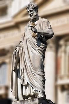 Estatuade San Pedro, el primer Papa, en el Vaticano