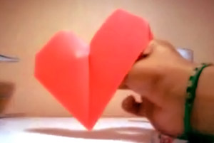 Técnica como hacer un corazón en origami