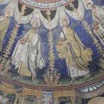 Il Battistero Neoniano - interno - apostoli