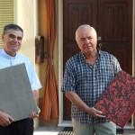 Don Elio con Paolo di fonte alla casa di Don Elio, sede dell'archivio parrocchiale