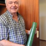 Paolo Cuoghi con un registro nati