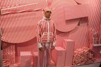 Une performance mise en scène par Manuel Merida dans son univers cinétique et réalisée ce jour là par Oscar Santiago Molinari. - performance camouflage 2011, Espace Meyer Zafra - Paris