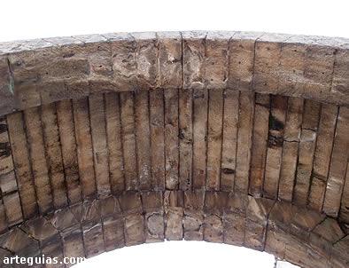 Bóveda de medio cañón del Arco de Trajano de Mérida
