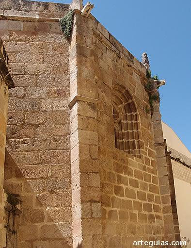 Un buen ejemplo de la Mérida medieval es la concatedral gótica de Santa María