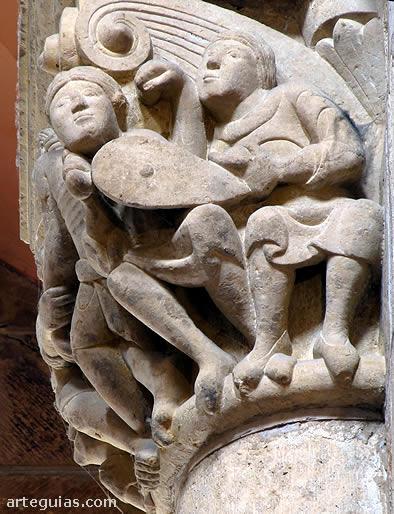 Capitel figurado en el interior de la iglesia de la Real Colegiata de San Isidoro