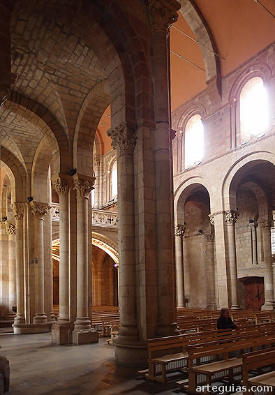 Interior de la iglesia de la Real Colegiata de San Isidoro