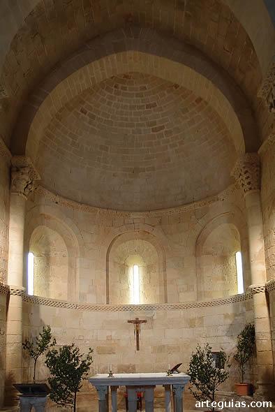 Iglesia de Santa Eufemia de Cozuelos: interior del ábside central