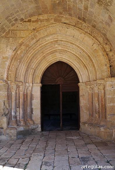 Puerta ubicada en el muro sur