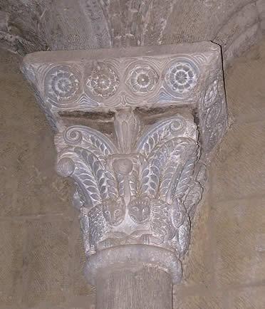 Capitel del interior de la iglesia