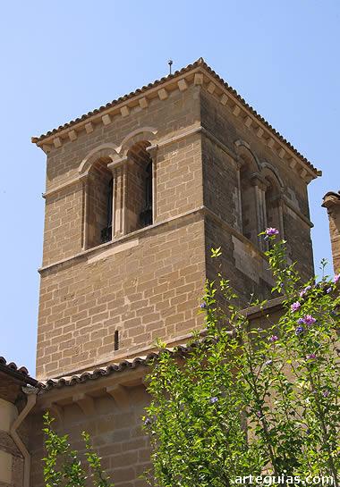 Campanario románico de la iglesia de San Miguel de Huesca
