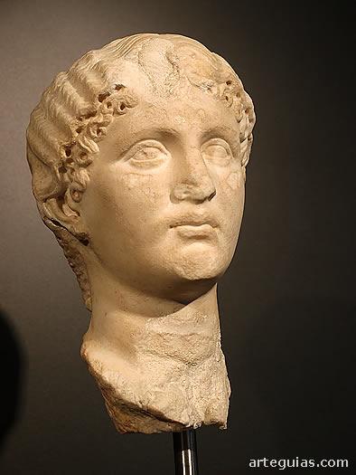 Cabeza de mármol de una princesa de la familia Julio-Claudia.