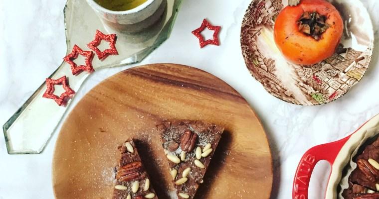 Castagnaccio italo-californiano con noci pecan, cranberry e prugne
