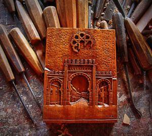 Bajo relieve en madera