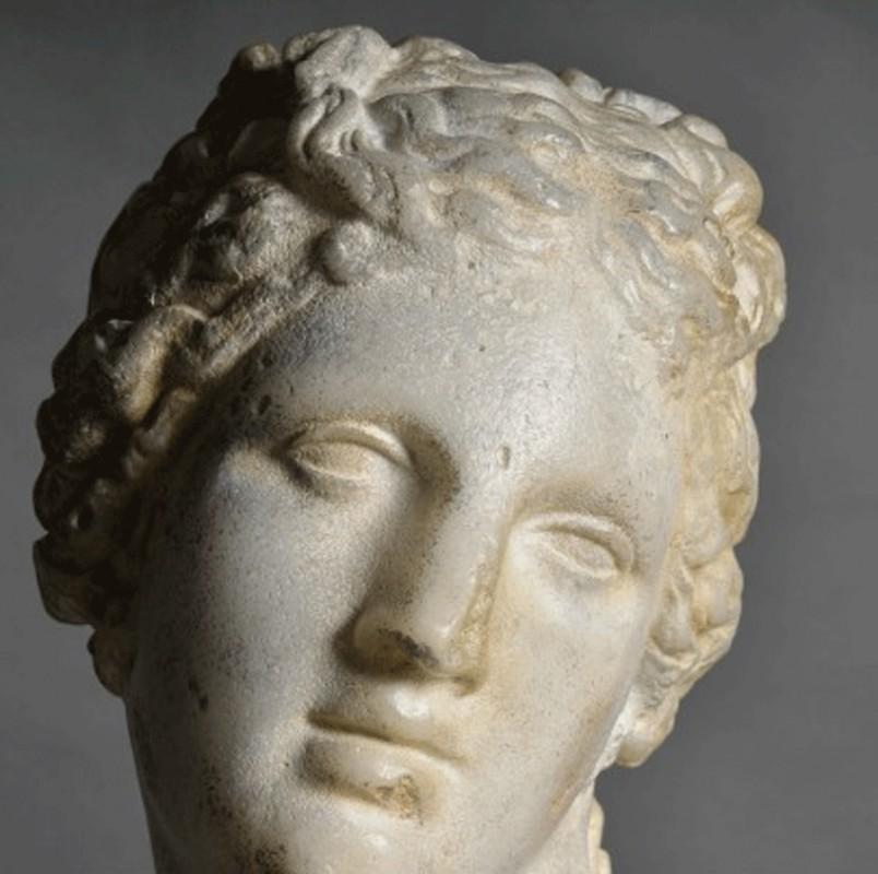 Trs belle statue du visage de Diane Chasseresse ralise en rsine qui imite parfaitement la