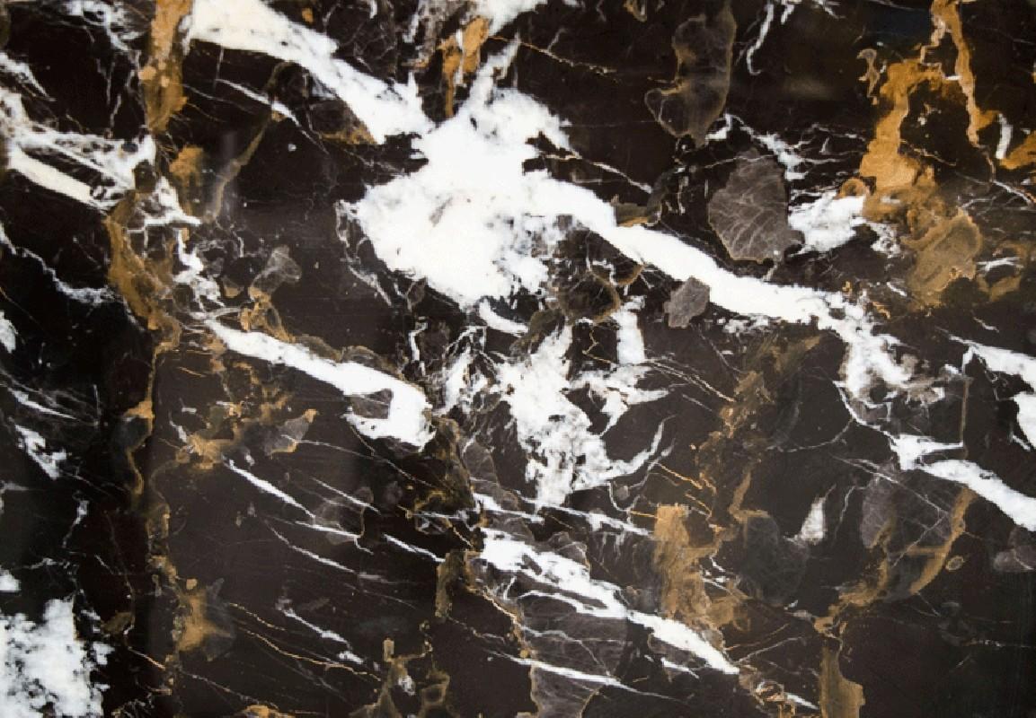 Guridon en marbre noir et marron reposant sur un socle en mtal inoxydable revtement poudre