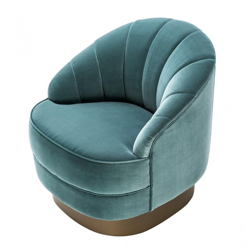 The Monroe chair is an elegant and retro chic piece of furniture inspired by the 60s design