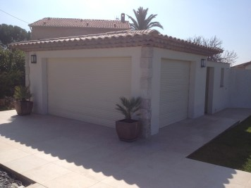Photo volet monobloc beige