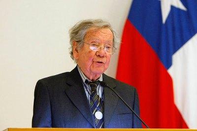 Humberto Duvauchelle recibió la Medalla Rectoral de la ...