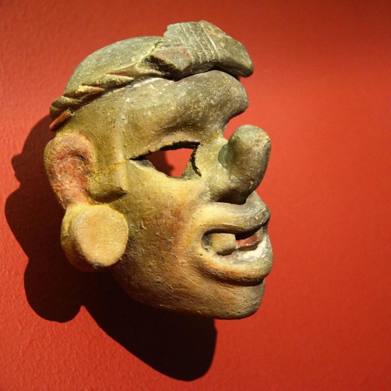 Máscara antropomorfa. Foto Héctor Montaño INAH