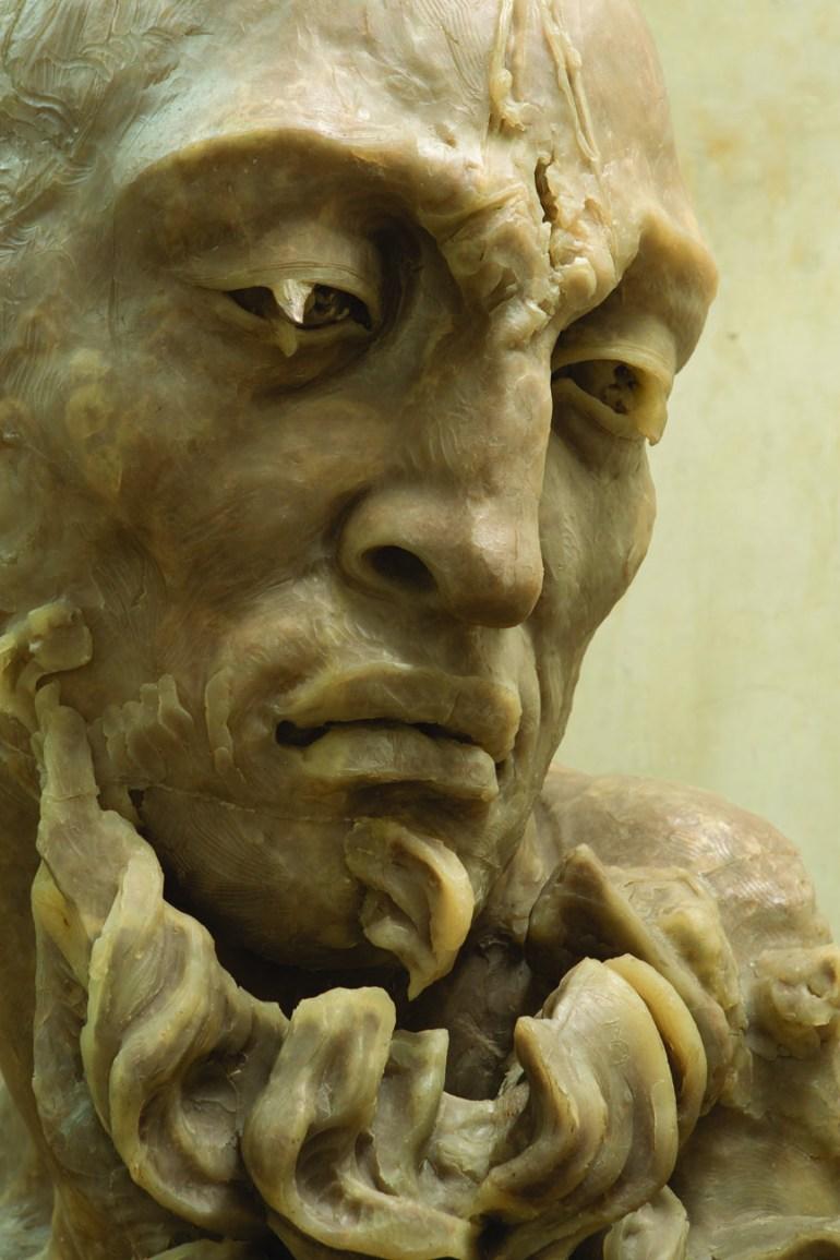 Javier Marín. Barbudo III, 2005. Resina de poliéster con fibras naturales (carne seca). 140x75x90 cm.