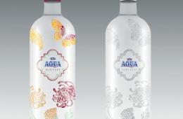 Botol Air Aqua Dengan Desain Batik Jawa Hokokai Oleh Seniman Indonesia