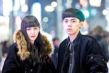 Duo Harajuku Tampil Serasi Dengan Jaket Corduroy