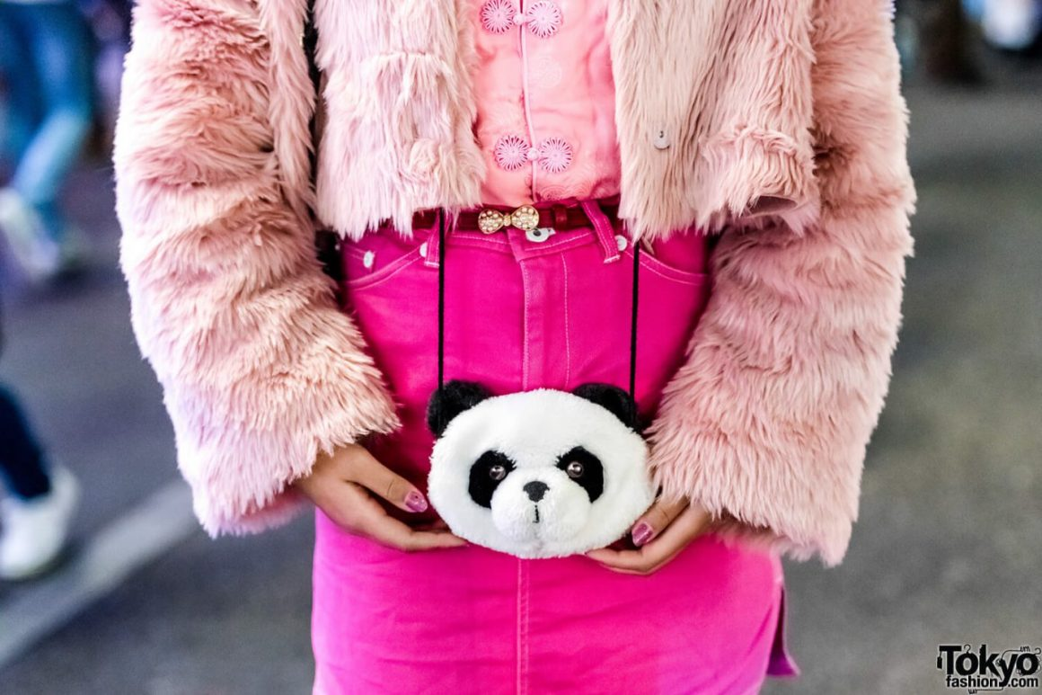 Oriental Kawaii Dengan Mantel Bulu Berwarna Pink Oleh Mawoni Dalam Fashion Jepang