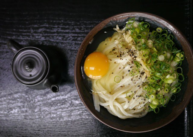Mie udon sanuki 8 Tujuan Wisata Kuliner Terbaik Di Jepang