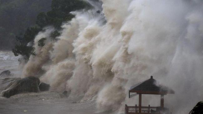Jepang Di Terjang Angin Topan Terkuat Sejak 25 Tahun Terakhir