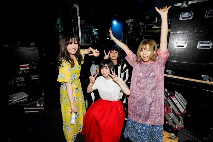 Girl Band Akai Ko-En Hadir Dengan Lagu Terbaru Bersama Vokalis Baru !