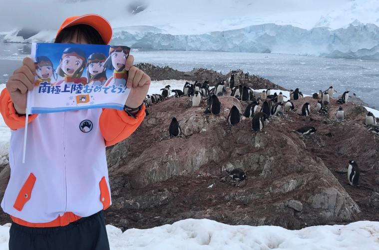 Seorang Penggemar Anime Buat Heboh Sosial Media, Karena Rela Pergi Ke Antartika Hanya Untuk ... !
