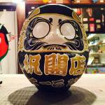 Seniman Grafiti Jepang Ciptakan Boneka Daruma Dengan Desain Unik Serta Modern