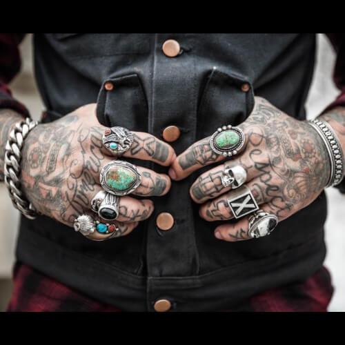 Estääkö tatuointi saamasta töitä?