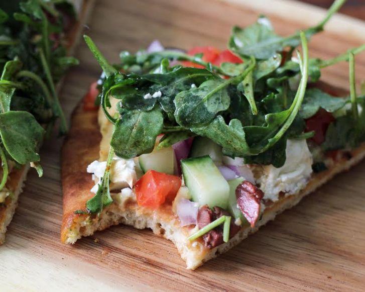 Take a Bite! Delicious Greek Salad Naan Pizzas   www.artfuldishes.com