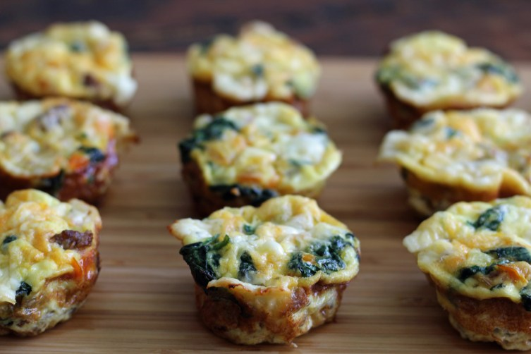 Mini Frittatas for Protein Breakfast Boxes | www.artfuldishes.com