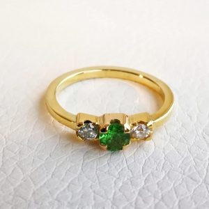 yellow gold ring, with a brilliant cut tsavorite (green garnet) and two brilliant cut diamonds.