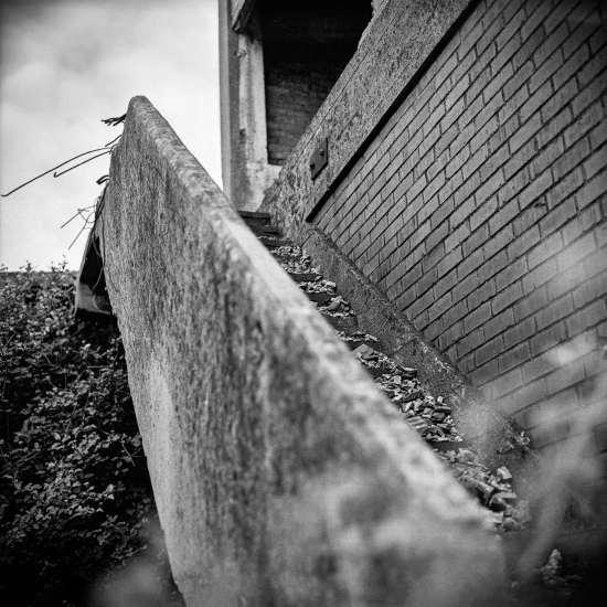 photographe reportage urbex : uziness - anderlues escalier