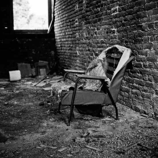 photographe reportage urbex : uziness - anderlues fauteuil
