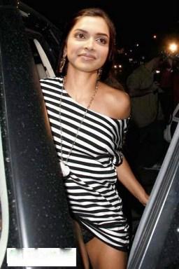 Deepika Padukon Showing Her Panty