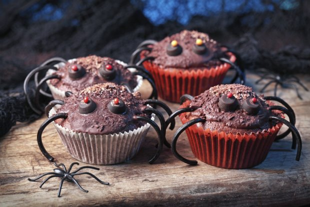 Halloween party spider cupcakes