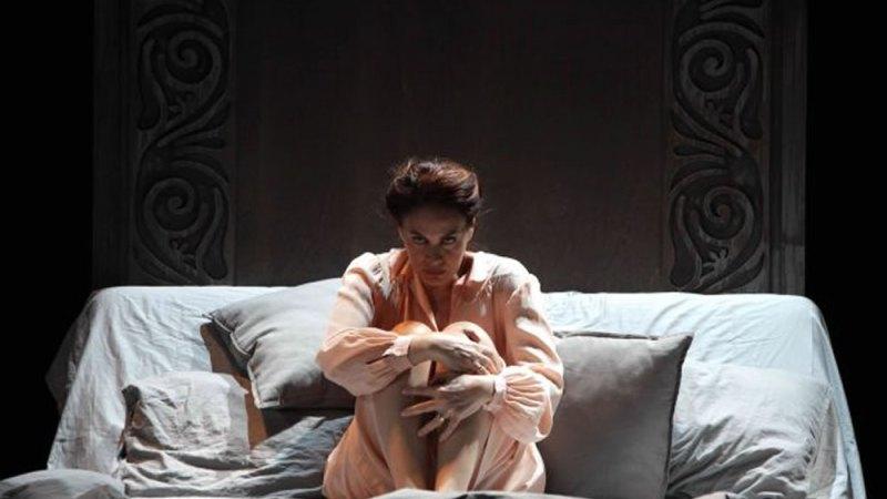 "Al Teatro Eliseo: una maestosa Elena Sofia Ricci in ""Vetri rotti"""