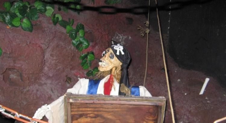 Casa Bonita: Skeleton pirate at the entrance to Black Bart's Cave