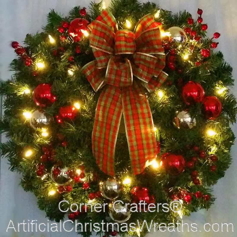 LIGHTED DELUXE TRADITIONAL CHRISTMAS WREATH