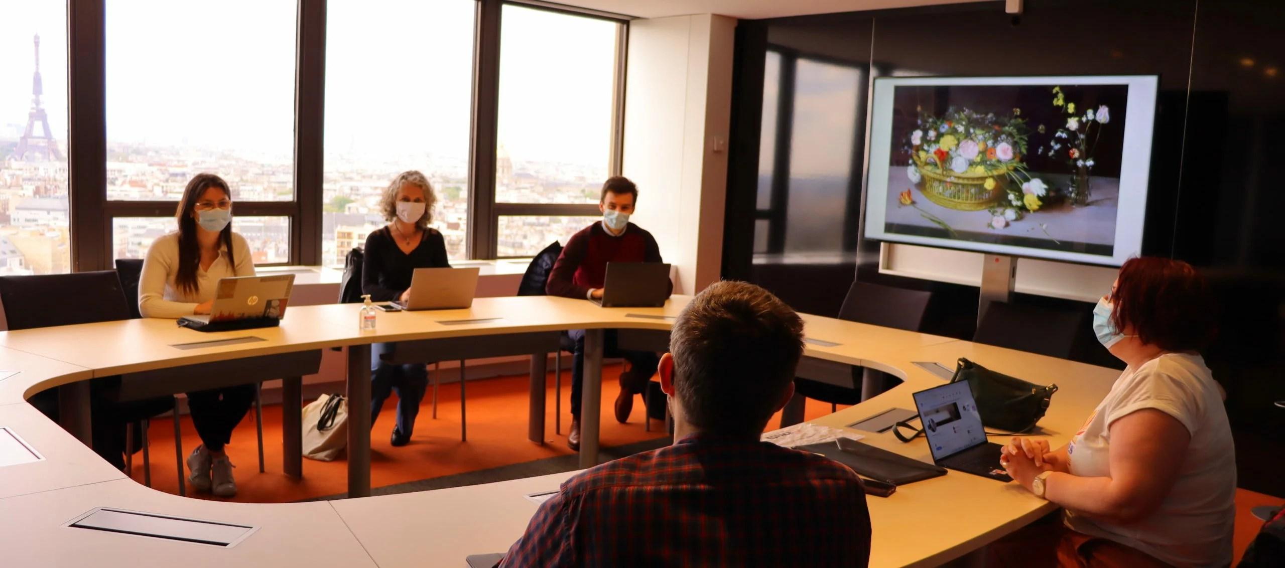 Département de la Mayenne - Box connectée dans une salle de réunion de la Tour Montparnasse