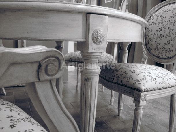 Tavolo rotondo in legno diametro cm 100 4 sedie in ferro e legno porta vivande. Arredamento Provenzale Online 3 Idee Per Abbinare Tavolo E Sedie