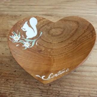 svuotatasche in legno a forma di cuore decorato. Cm 17.5